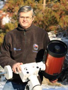 RNDr. Pavol Rapavý u dalekohledu. Zdroj: Archiv P. Rapavého.