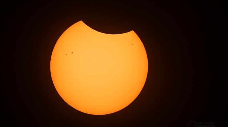 Částečné zatmění Slunce. Foto: Petr Horálek.