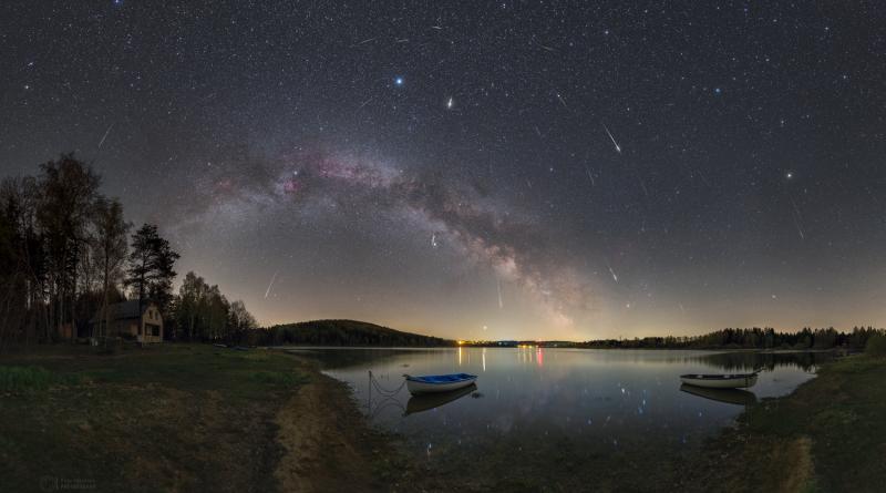 Maximum meteorického roje Lyridy v roce 2020 nad Sečskou přehradou. Foto: Petr Horálek.