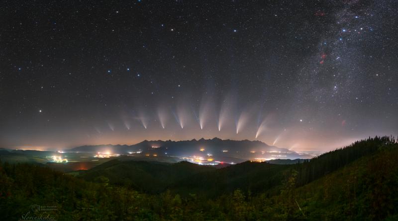 """Snímek """"Proměny komety NEOWISE nad Tatrami"""". Foto: Petr Horálek, Tomáš Slovinský."""