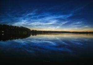 Noční svítící oblaky 5. července 2020 nad rybníkem Hrádek. Foto: Petr Horálek.