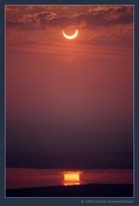 Částečné zatmění Slunce 31. května 2003 nad Novými Mlýny. Foto: Zuzana Druckmüllerová.
