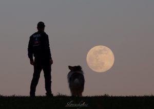 Velký Měsíc nad obzorem. Foto: Tomáš Slovinský.