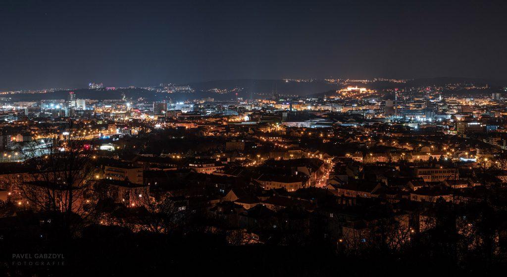 Brno při plném městském osvětlení. Foto: Pavel Gabzdyl, HaP Brno.