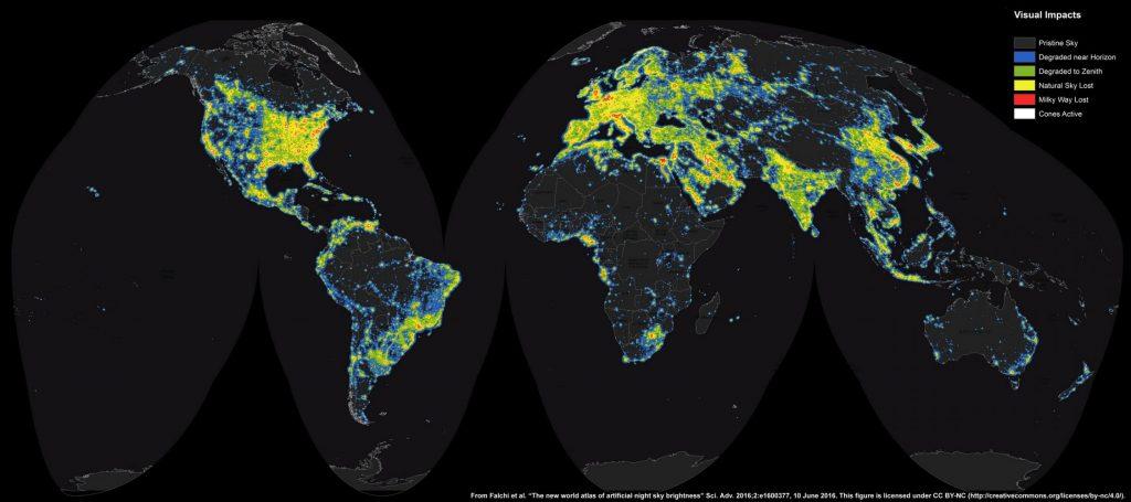 Světová mapa světelného znečištění z roku 2016. Nejposiženějšími oblastmi jsou Evropa, východ USA, východ Číny a Japonsko. Naopak Chile přistoupila na zákonnou redukci světelného smogu stejně jako Nový Zéland. Autoři: F. Falchi, Light Pollution Atlas, ISTIL.