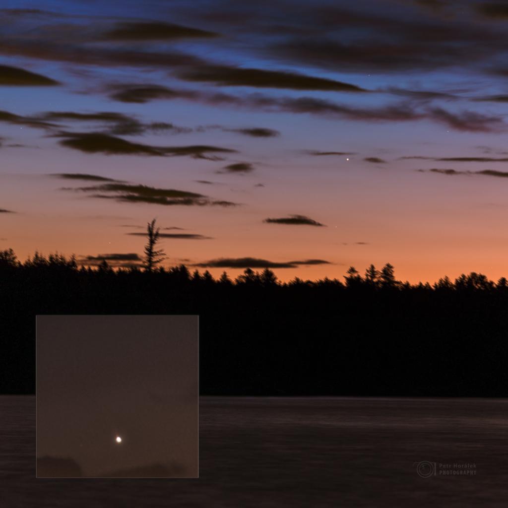 Náznak ohonu Merkuru (ve výřezu) zachycen 17. května i z České republiky, a to u Sečské přehrady. Foto: Petr Horálek/FÚ v Opavě.