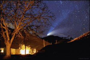 Kométa Hale-Bopp z pohoria Alborz, Irán, marec 1997. Foto: B. Tafreshi